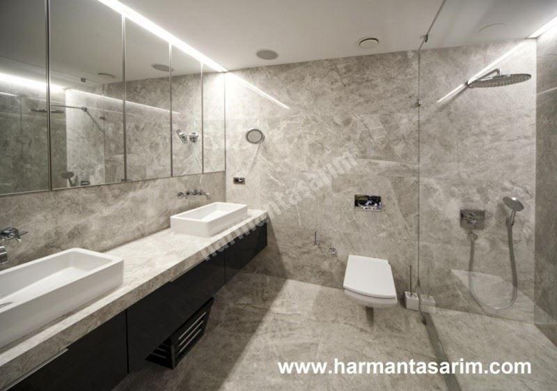Mermer görünümlü banyo